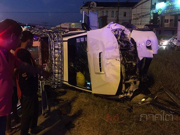 รถกระบะบรรทุกวัยรุ่นเต็มคันหวังไปชมคอนเสิร์ตผ่าไฟแดงชนรถอีกคันบาดเจ็บ 18 ราย