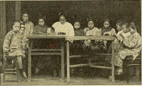 การเผยแพร่คริสต์ศาสนา สอนไบเบิลให้กับเด็กๆ ชาวจีนในช่วงศตวรรษที่ 19 ของชาติตะวันตก