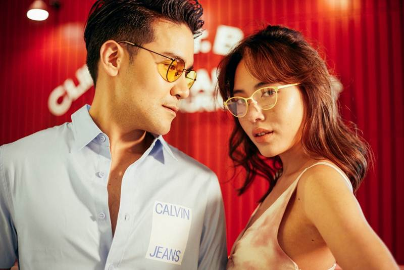 กันต์สวมแว่นตาเลนส์สี Ray-Ban 7,700 บาท จากร้าน Luxoptic มินท์สวมแว่นตากรอบสีสัน Calvin Klein 8,500 บาท จากร้าน Infinite Gallery