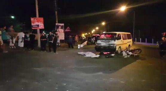 พนักงานกรมทางหลวงขับจยย.ชนรถตู้กำลังเลี้ยวเข้าซอยเสียชีวิต