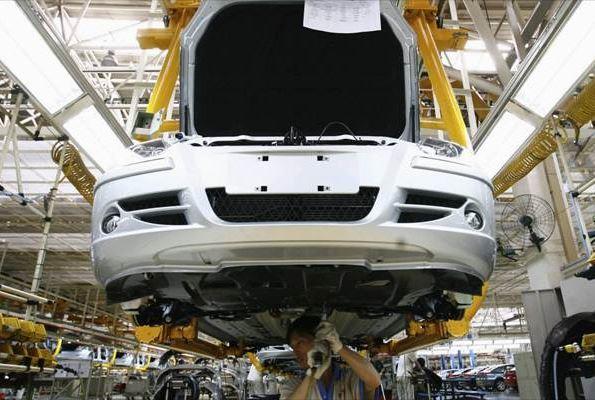 ยอดขายรถยนต์ในจีนเมื่อเดือนที่แล้ว (ก.พ.) ร่วงร้อยละ 13.8 จากปีก่อนหน้า (แฟ้มภาพ รอยเตอร์)