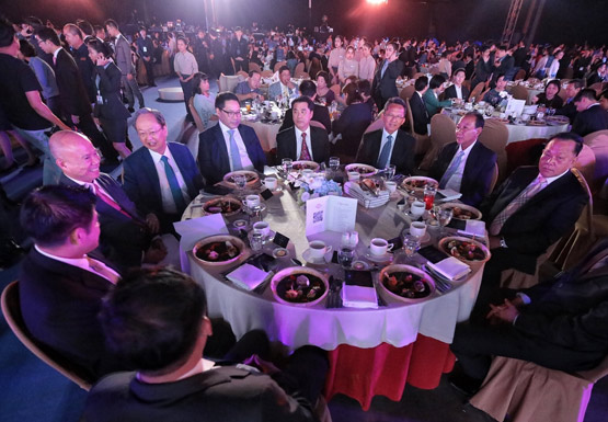 งานโต๊ะจีนระดมทุนเข้าพรรคพลังประชารัฐ