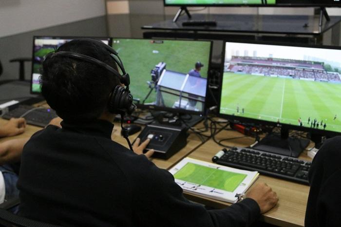 """""""ไทยลีก"""" ยกเลิกใช้ VAR ชั่วคราว 1 สัปดาห์ รอทดสอบกับ FIFA และ IFAB"""