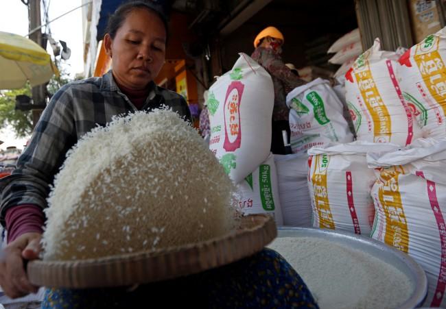 เขมรส่งออกข้าวไม่เข้าเป้า ฮุนเซนชี้แข่งสู้ไทย-เวียดนามไม่ได้ สั่งทุกฝ่ายร่วมมือ