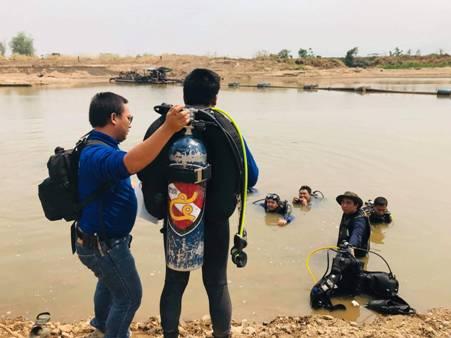 สลด!เด็กหญิงวัย 10 ขวบ ลงเล่นน้ำปิงใกล้ท่าทรายคลายร้อน พลาดจมน้ำดับต่อหน้าต่อตาเพื่อน