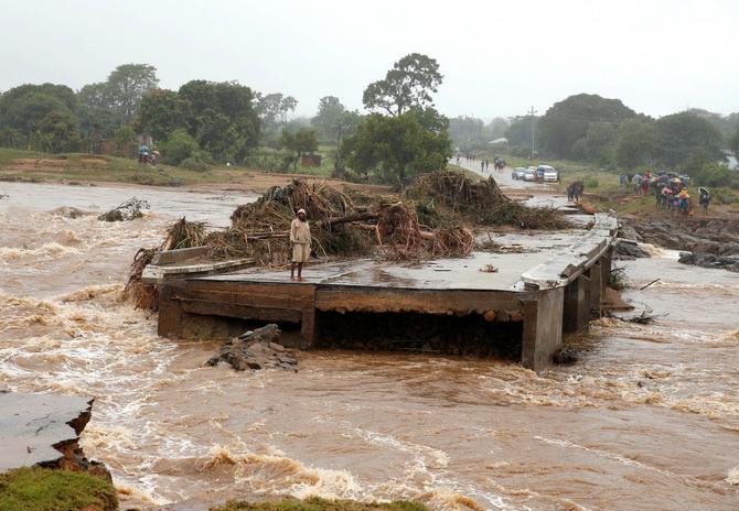 ผงะยอดตายมหาพายุซัดถล่มโมซัมบิกอาจทะลุพันศพ สภาพบ้านเมืองเหมือนถูกทำลายล้าง