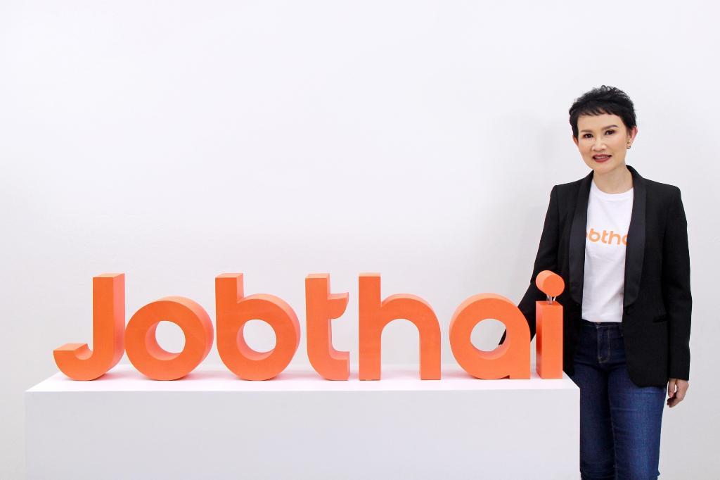 นางสาวแสงเดือน ตั้งธรรมสถิตย์ ผู้ร่วมก่อตั้งและหัวหน้าผู้บริหารด้านปฏิบัติการของจ๊อบไทย (JobThai)