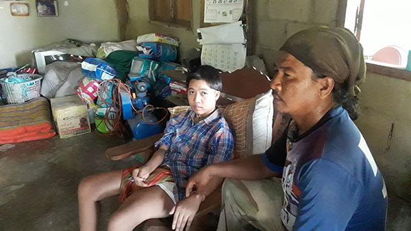 สุดช้ำ เมียทิ้ง ลูกสาวพิการ ครอบครัวยากจน อาศัยเบี้ยยังชีพคนพิการประทังชีวิตวอนสังคมช่วย