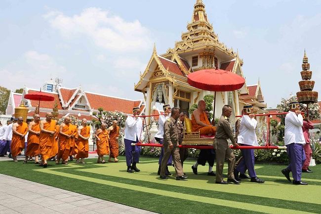 """บรรยากาศพิธีเวียนเมรุ งานพิธีพระราชทานเพลิงศพ """"วิชัย ศรีวัฒนประภา"""""""
