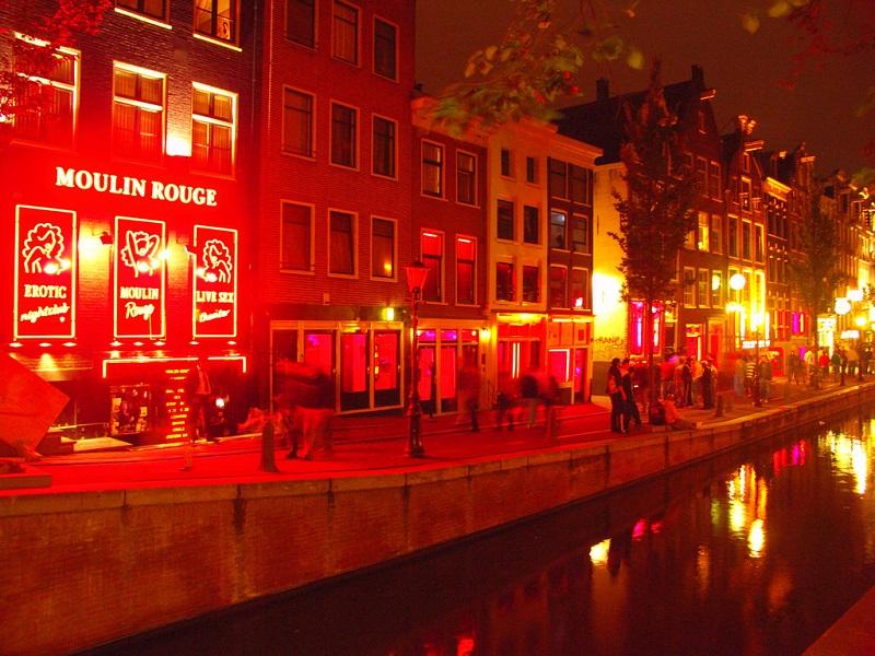 ขาหื่นเศร้า! อัมสเตอร์ดัมเตรียมแบนทัวร์นำเที่ยวย่านโคมแดง