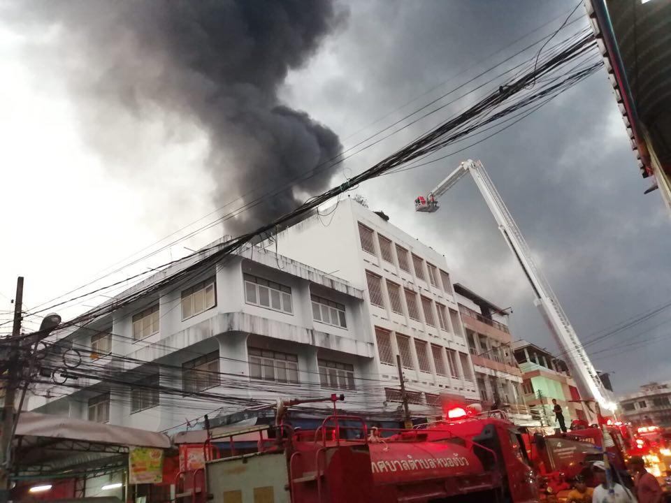 เพลิงไหม้ตึกแถวกลางเมืองอุดรธานี วอดแล้ว 3-4 คูหา