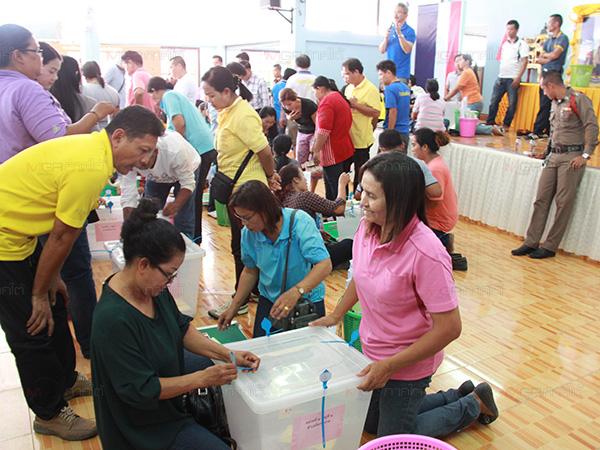 กรรมการประจำหน่วยรับหีบบัตร พร้อมอุปการณ์เลือกตั้ง 765 หน่วยทั่ว จ.พัทลุง