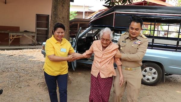 คุณยายชาววังสะพุงวัย96 ปีลั่นมีเลือกตั้งอีกก็จะใช้สิทธิอีก