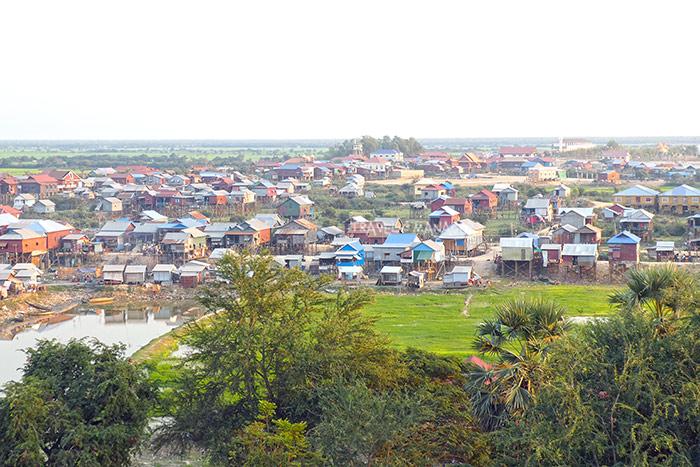 ชุมชนบ้านเรือนในโตนเลสาบ