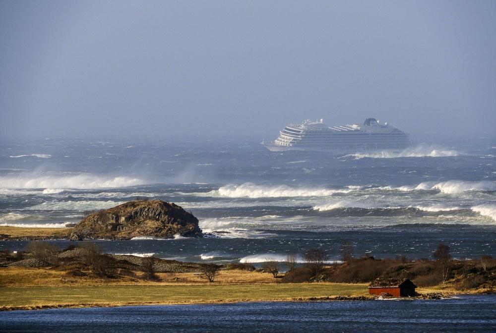 เรือหรูเครื่องพังลอยกลางทะเลคลั่ง นอร์เวย์ส่งฮ.รับคน-ลากเรือเข้าฝั่ง