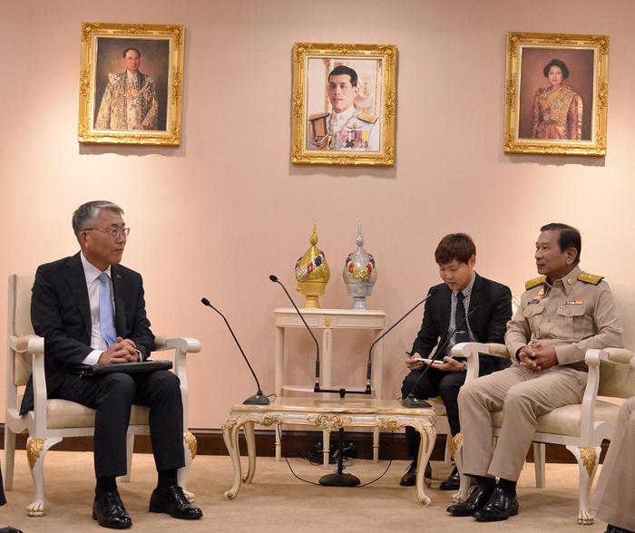 """""""บิ๊กฉัตร""""เผยทูตเกาหลียินดีไทยจัดเลือกตั้งเรียบร้อย รับผลคะแนน พปชร.เกินคาดหมาย"""