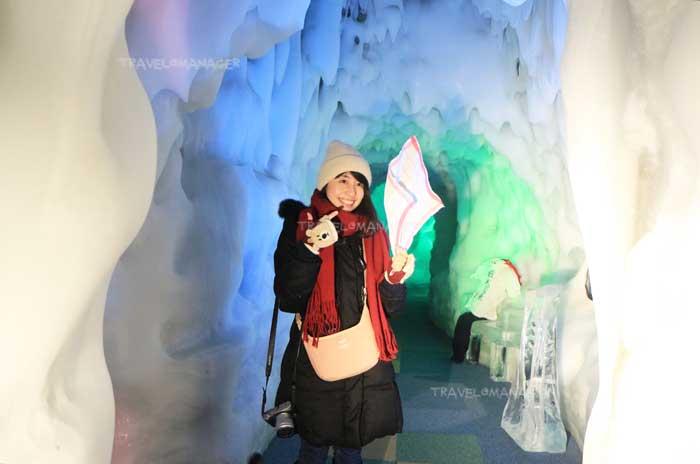 ผ้าเช็ดหน้าแข็งจนตั้งได้ในอุโมงค์น้ำแข็ง