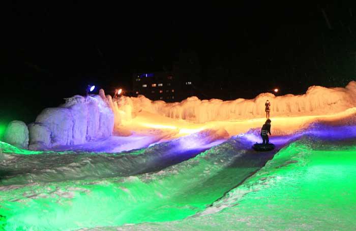 ลานเล่นสไลเดอร์หิมะที่ Sounkyo Ice Fall Festival