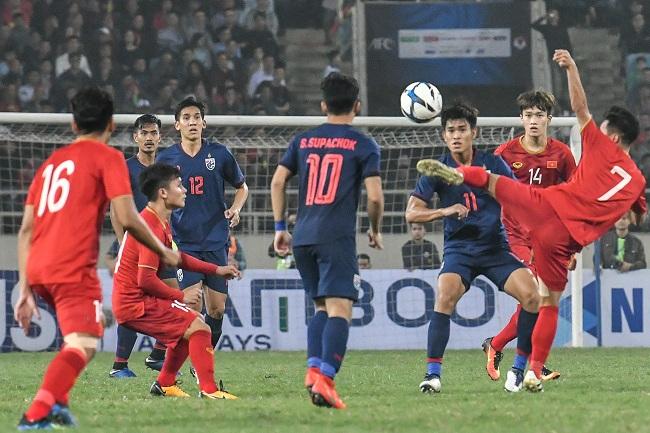 """""""เวียดนาม"""" ต้อนยับ """"ช้างศึก"""" 4-0 คว้าแชมป์กลุ่มคัดบอลเอเชีย U-23"""