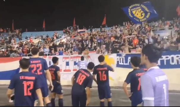 """(คลิป) แข้ง """"ช้างศึก"""" คอตก ขอโทษแฟนบอล หลังพ่ายเวียดนาม ยับ 0-4"""