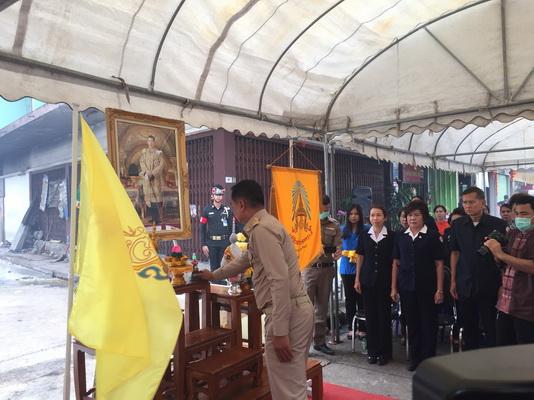 พระเจ้าอยู่หัวฯพระราชทานถุงยังชีพช่วยเหยื่อไฟไหม้ตลาดไทยอีสาน