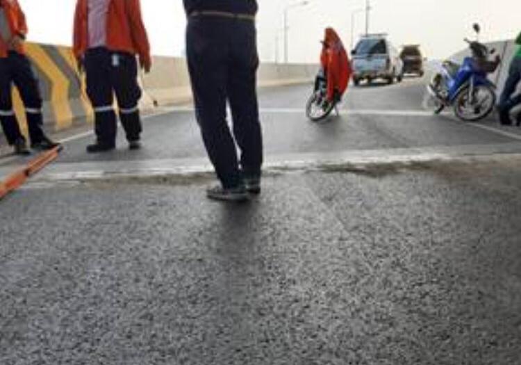 ซ่อมแล้ว! BEM เข้าซ่อมแซมสะพานกลับรถ เปิดจราจรตามปกติ หลังโซเชียลร้องรอยต่อสะพานทางด่วนชำรุด