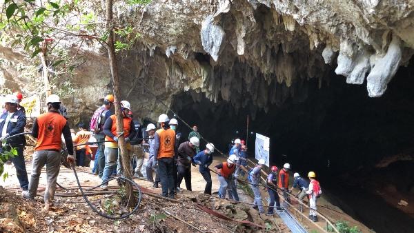 ปภ.ขอขยายเวลาเก็บกู้อุปกรณ์ช่วย 13 หมู่ป่าฯติดถ้ำหลวง พบสายไฟค้างในถ้ำยาวเกือบ 10 กม.