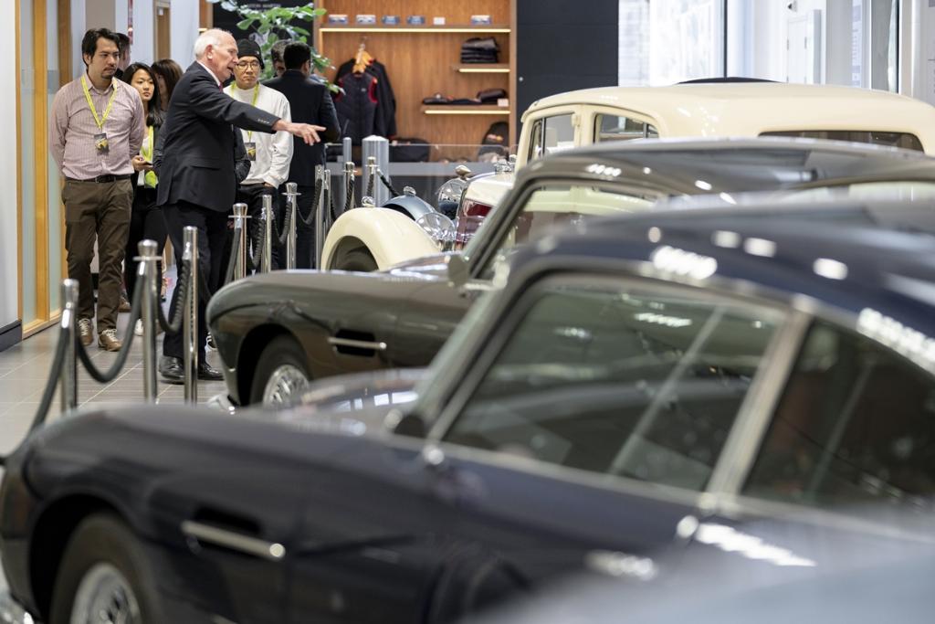 ส่วนของพิพิธภัณฑ์ที่จัดแสดงรถและตำนานของ แอสตัน มาร์ติน