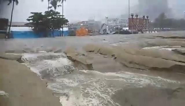 คลิปน้ำฝนไหลเซาะหน้าทรายหาดพัทยา ผลกระทบก่อสร้างลดระดับทางเท้าชายหาด