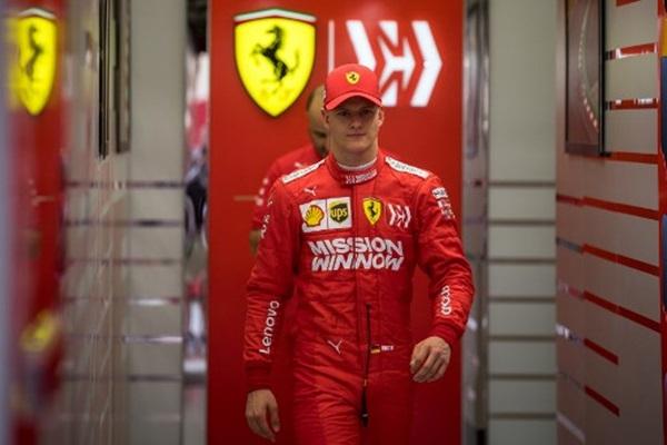 """หล่อ-แรงเหมือนพ่อ """"มิค"""" ลงขับ F1 เร็วสุดที่ 2 ในบาห์เรน"""