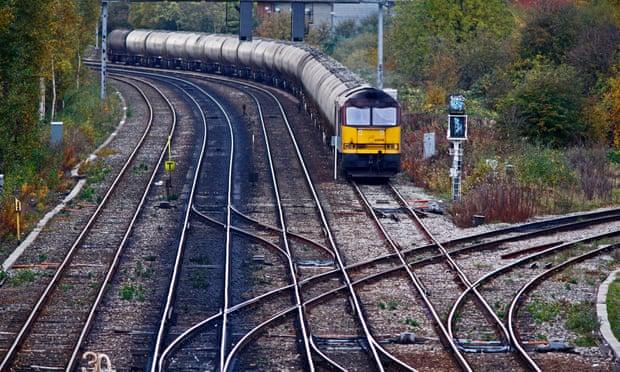 ตำรวจอังกฤษพบอุปกรณ์กีดขวางรางรถไฟ สงสัยฝีมือพวกหนุนเบร็กซิต