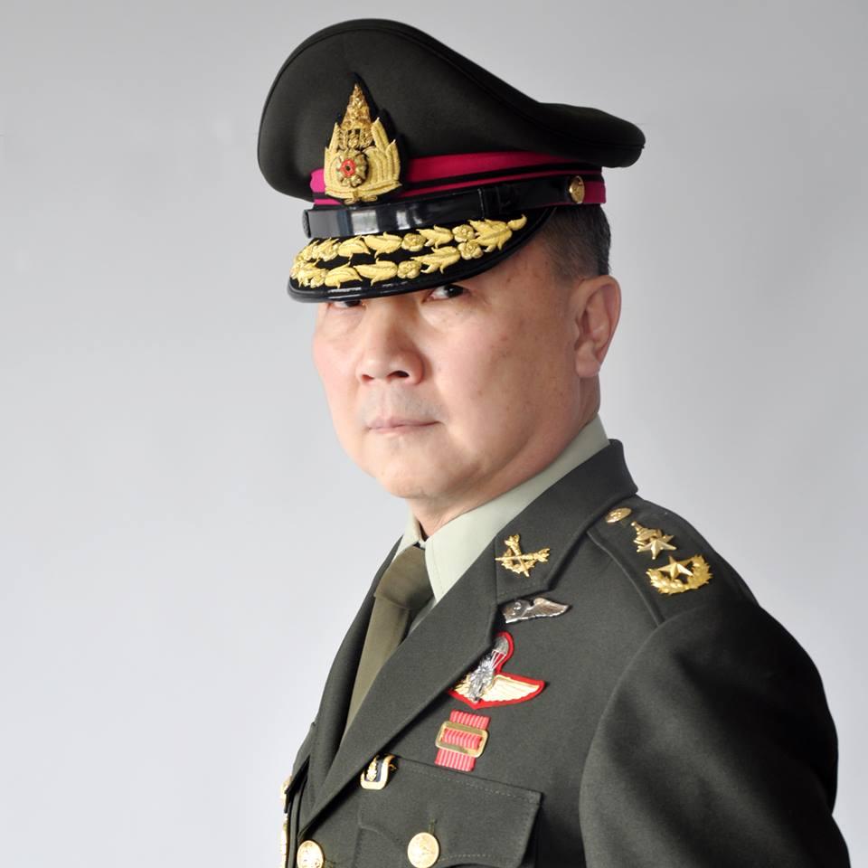 """นักการเมืองบารมีไม่ถึง? """"นพ.เหรียญทอง"""" ชี้ทหารไทยน้อมรับจอมทัพเป็นพระมหากษัตริย์เท่านั้น"""