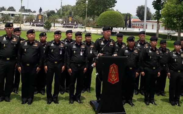 ฮึ่ม ! แม่ทัพภาค 3  กำชับมทบ.ลงพื้นที่ย้ำจุดยืนทหารสะกิดนักการเมืองบางคนอย่าบิดเบือนให้คนไทยขัดแย้งกัน