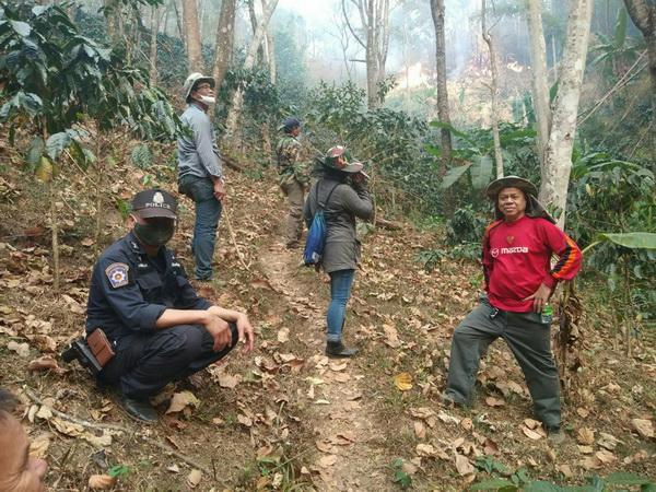 ชัด ! ไฟป่าจากประเทศเพื่อนบ้านลามเข้าเขตแม่อายเชียงใหม่เผยภาพฝั่งไทยไร้เผา