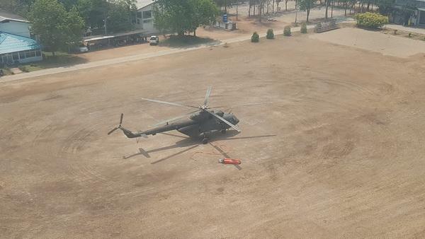 ไฟป่าปะทุหนัก ! ทหารส่งฮ.Mi 17 บินตักน้ำดับไฟป่าอุทยานแห่งชาติดอยสอยมาลัย