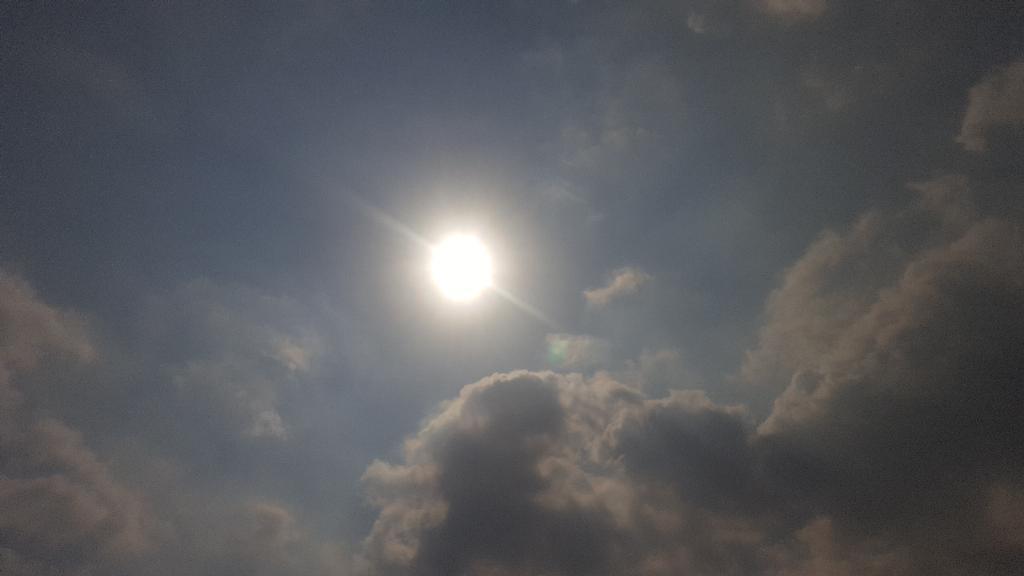 """ไทยตอนบนอากาศร้อนจัด """"กทม."""" สูงสุด 33-38 องศาฯ  """"ภาคกลาง ตะวันออก อีสาน ใต้""""มีฝนฟ้าคะนองบางแห่ง"""