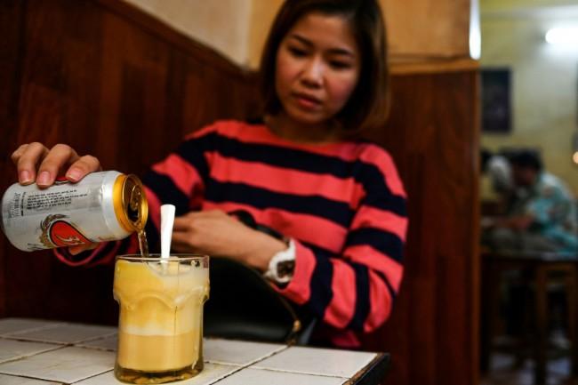 กาแฟไข่ธรรมดาไป..คาเฟ่ฮานอยเสิร์ฟเบียร์ไข่รสชาติใหม่ท้านักชิม