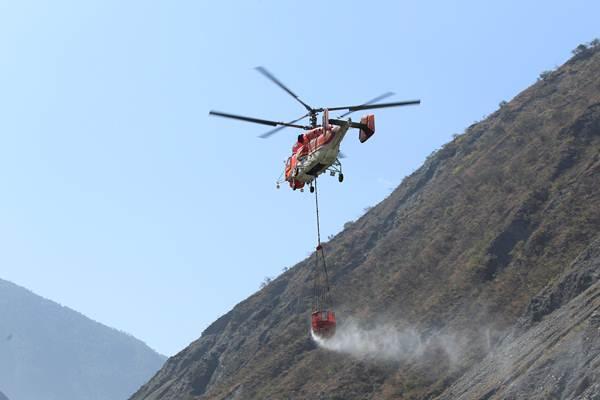 ไฟป่าเสฉวนปะทุขึ้นอีก จนท.ดับเพลิง 900 ราย หวนกลับสู้ไฟป่า