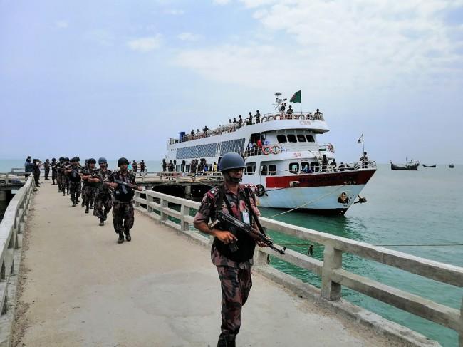 บังกลาเทศส่งทหารพร้อมอาวุธหนักขึ้นเกาะใกล้ชายแดนพม่าครั้งแรกในรอบ 20 ปี