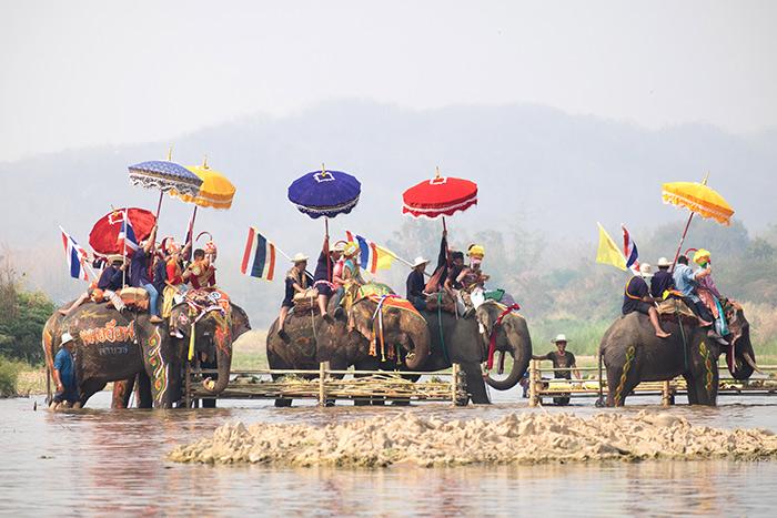ประเพณีแห่ช้างบวชนาคไทยพวน บ้านหาดเสี้ยว(ภาพ : ททท.)