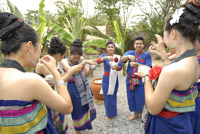 สัมผัสวิถีชีวิต วัฒนธรรม ของชาวผู้ไทยเรณูนครได้ในเทศกาลสงกรานต์นครพนม