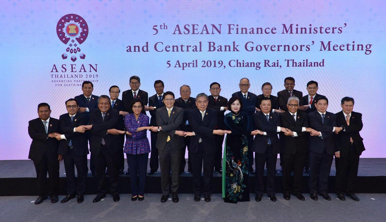 """ธปท.ดึง""""สิงคโปร์""""เชื่อมพร้อมเพย์ นำร่องพัฒนาระบบชำระเงินอาเซียน"""
