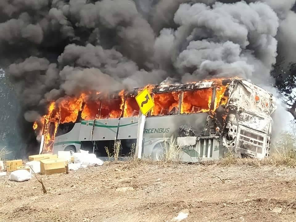 ด่วน!เกิดเหตุเพลิงไหม้รถเมล์เขียวสายเชียงใหม่-เชียงราย ผู้โดยสารวิ่งหนีตายจ้าละหวั่น