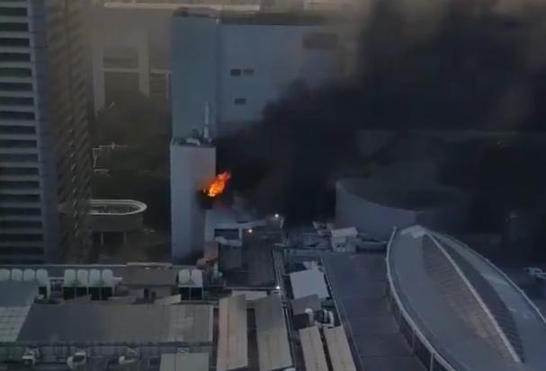 """ไฟไหม้โรงแรมดัง """"เซ็นทารา แอท เซ็นทรัลเวิลด์"""" หนีตายวุ่นโดดจากชั้น 7"""