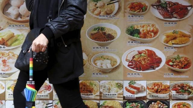 การใช้จ่ายในเรื่องของการกิน ผู้หญิงจีนใช้จ่ายเก่งที่สุด ผู้หญิงเกือบ 70% ชอบซื้อของกินทั้งมื้อใหญ่และมื้อเล็กๆน้อยๆ เทรนด์การกินของคนรุ่นใหม่จีนจะตามลักษณะรูปแบบจัดอาหาร (แฟ้มภาพ รอยเตอร์ส)