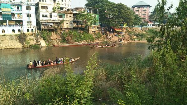 ล้นด่าน..แรงงานพม่าแห่รอข้ามฝั่งแม่สอดเตรียมฉลองสงกรานต์บ้านเกิดนับแสน