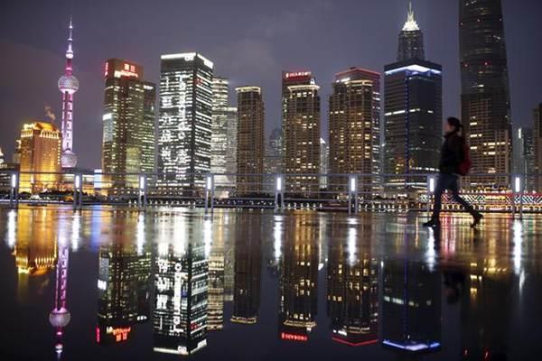 นครเซี่ยงไฮ้ หนึ่งในศูนย์กลางการเงินโลก เป็นแหล่งหางานยอดนิยมแห่งหนึ่ง เป้าหมายที่ชาวจีนเข้ามาหางานทำ และให้เงินเดือนสูงที่สุดในประเทศจีน (แฟ้มภาพ รอยเตอร์ส)