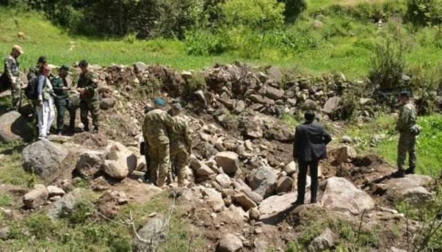 """ปากีสถานพา """"สื่อ-นักการทูต"""" พิสูจน์พื้นที่ที่ถูกอินเดียโจมตีทางอากาศ"""