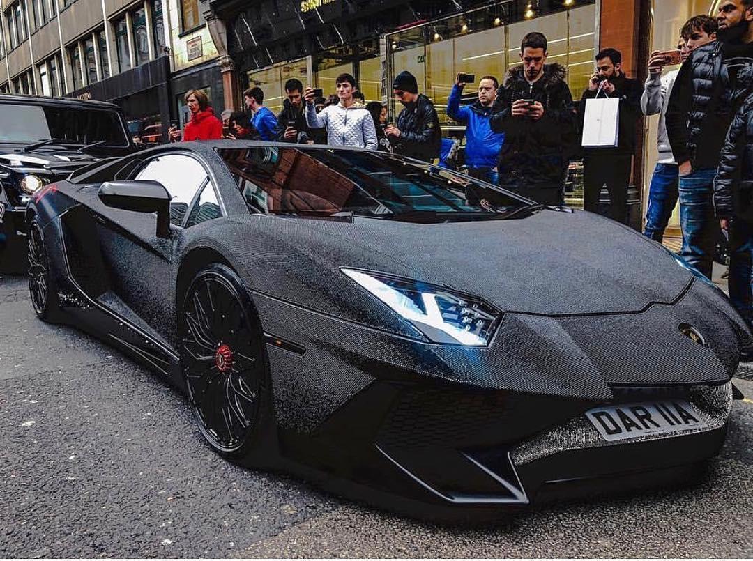 ไม่ใช่แค่รวย! สาวรัสเซียแต่ง Lamborghini Superveloce ด้วยคริสตัล 2 ล้านเม็ด!!