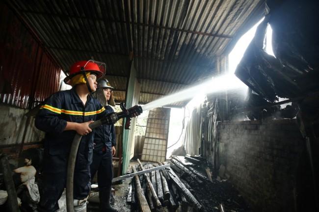 เกิดเหตุไฟไหม้ย่านโรงงานชุมชนฮานอยดับอย่างน้อย 5 ราย สูญหายอีก 3
